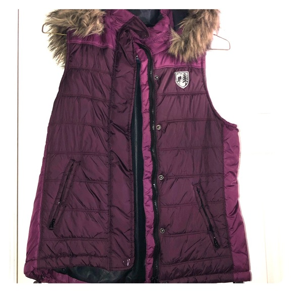 American Eagle Outfitters Jackets & Blazers - American Eagle Puffer Vest